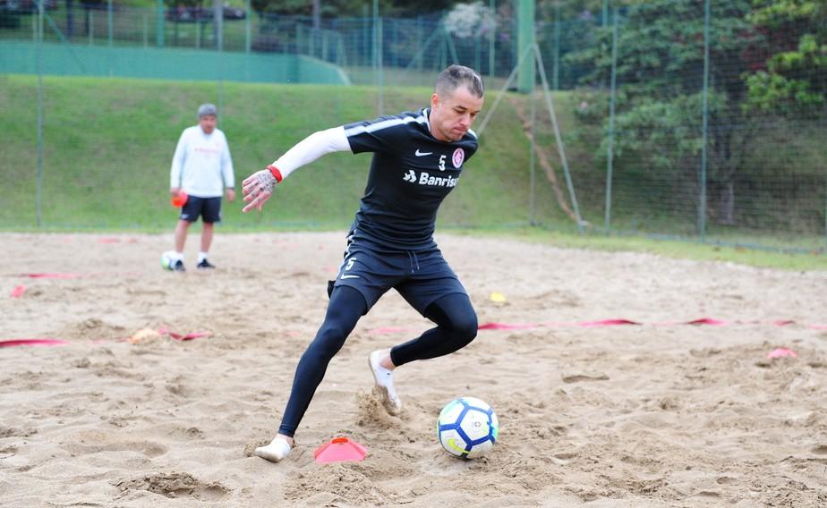 Dolorido, mas com gana: D'Ale tenta ficar disponível para enfrentar o Atlético-PR