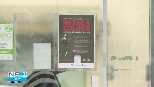 #TodosPorElas: Cartazes colocados em condomínios incentivam denúncias de violência doméstica