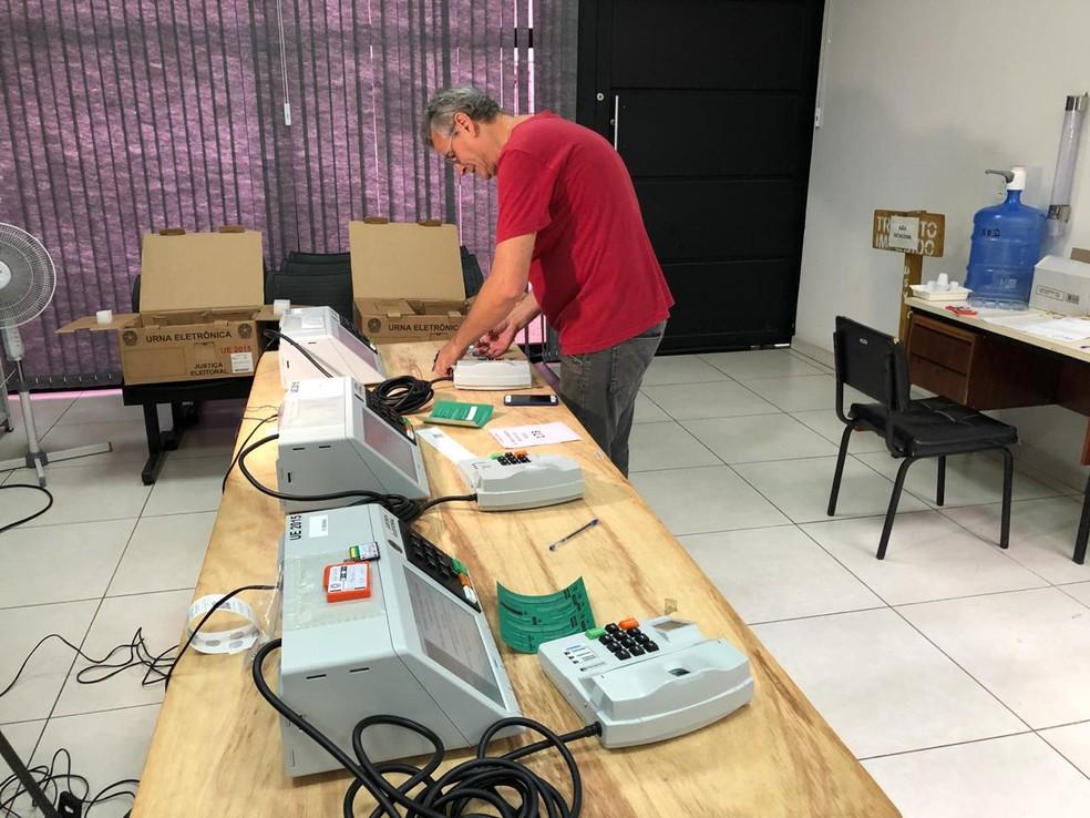 Escolas funcionam como seções eleitorais em Bauru — Foto: Giuliano Tamura/TV TEM