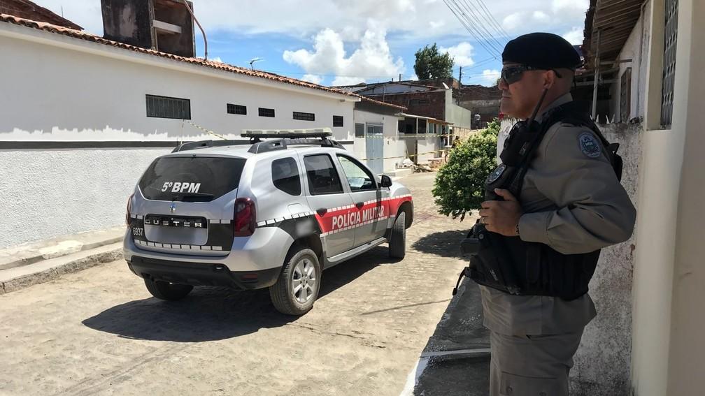 Homem foi morto a facadas no Costa e Silva, em João Pessoa (Foto: Walter Paparazzo/G1)