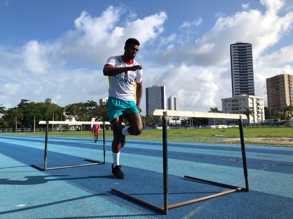 Fernando Baloteli em treino dos 110m  — Foto: Marcelo Cabral/TV Globo
