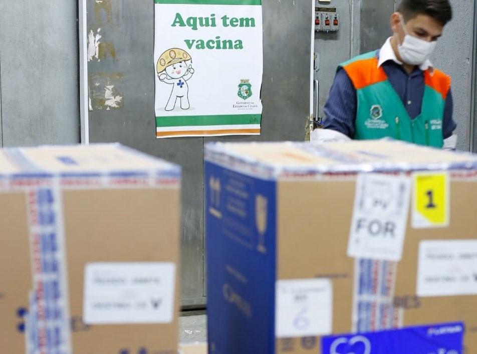 Ceará é um dos estados do Brasil que menos recebem vacinas contra Covid-19, segundo secretaria