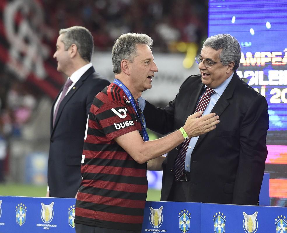 Presidente do Flamengo, Landim recebe medalha pelo título do Brasileiro — Foto: André Durão