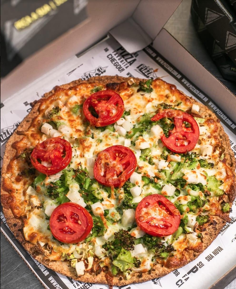 Aprenda a fazer uma pizza perfeita, da massa ao recheio, na sua casa; veja