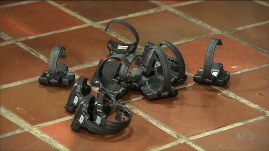 Policiais vão às ruas de cidades do Paraná para prender pessoas com tornozeleiras eletrônicas