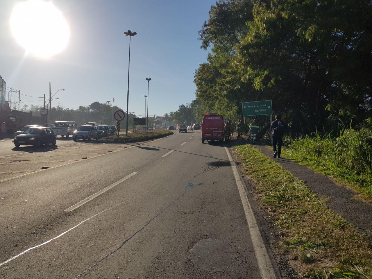 Mulher é atropelada na calçada às margens da BR-393, em Volta Redonda