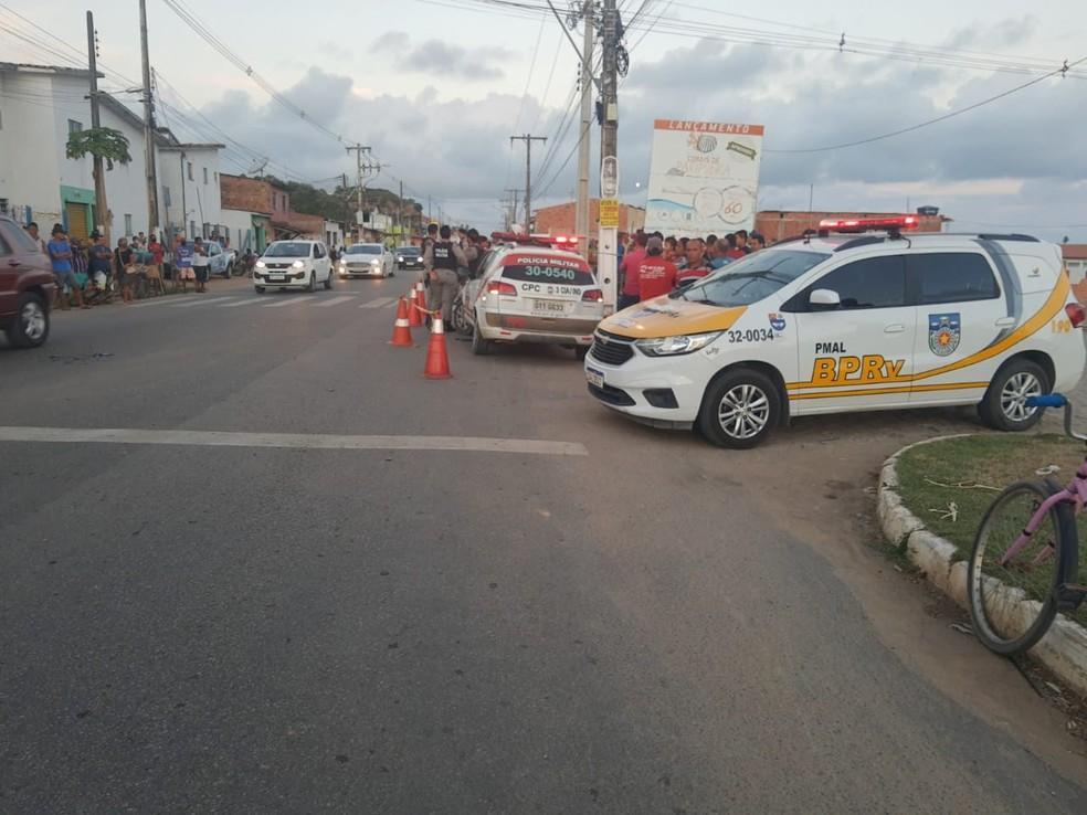 Homem é atropelado na faixa de pedestres na rodovia AL-101 norte, em Paripueira — Foto: Ascom/ BPRv