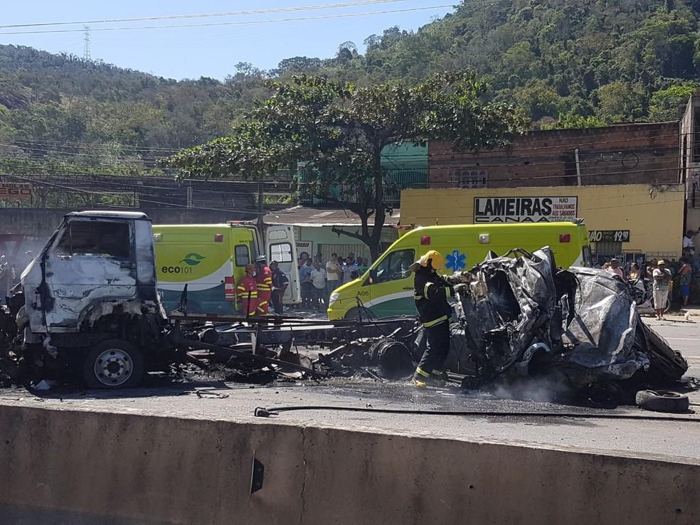 Eco 101 faz atendimento no local do acidente em Viana (Foto: Vitor Jubini / A Gazeta)