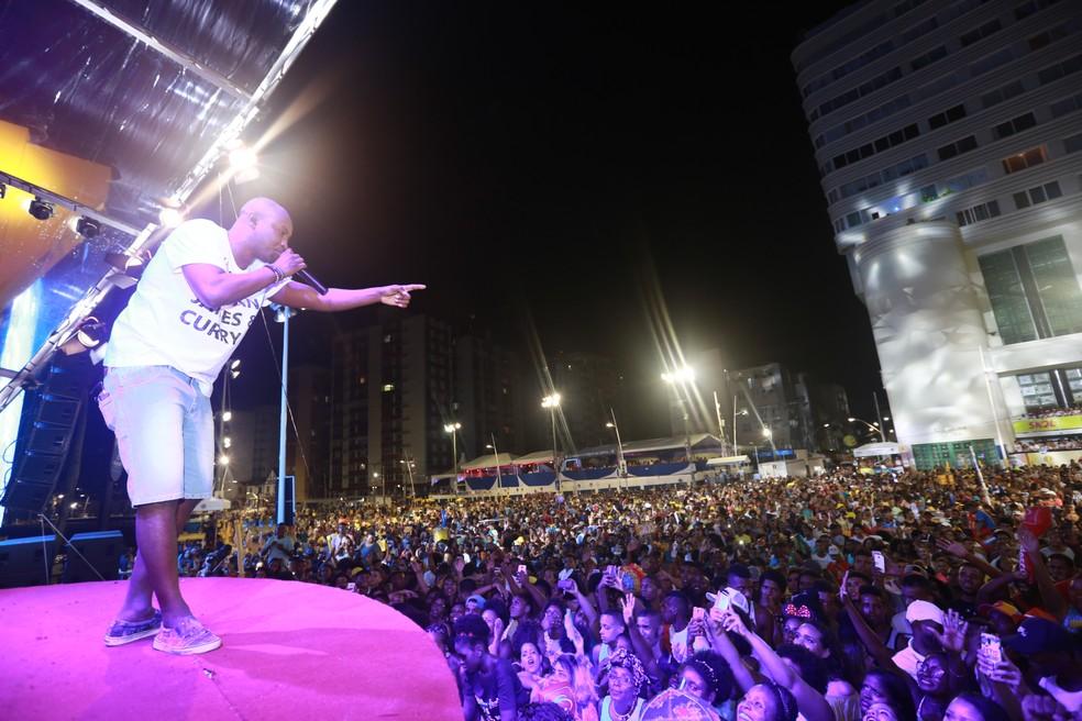 """Cantor Thiaguinho comanda a """"Tardezinha"""" em Pipa (Foto: Mauro Zaniboni /Ag Haack)"""