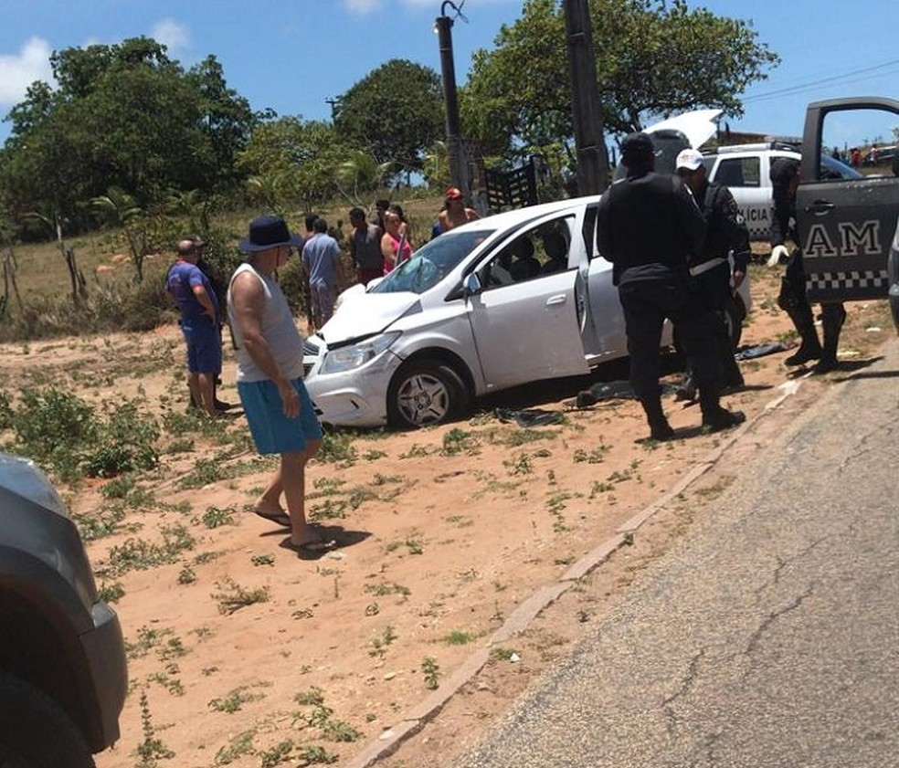 Criminosos bateram carro durante perseguição policial na Grande Natal — Foto: Redes sociais