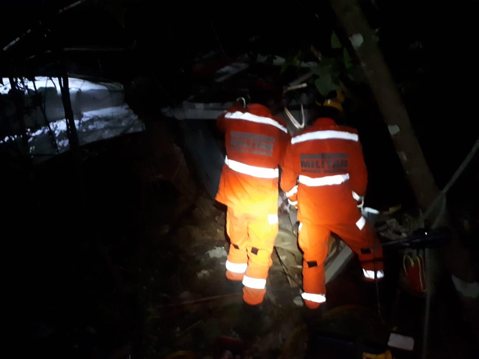 Caminhoneiro morre ao cair de ponte com mais de 20 metros de altura na BR-262 em Araxá