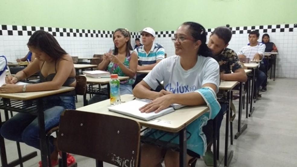Encceja fornece certificação de conclusão dos ensinos fundamental e médio para quem quer retomar os estudos — Foto: Ana Paula Lins/Seduc
