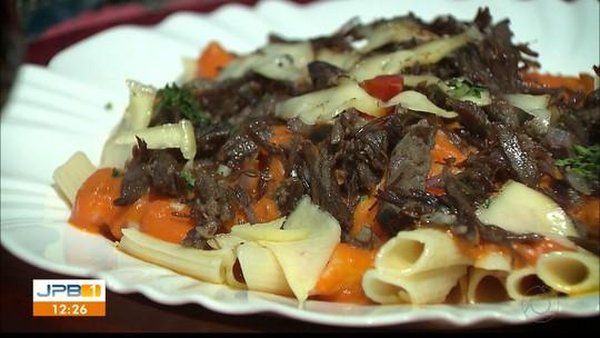 Aprenda como fazer receita de penne com coulis de jerimum e carne de sol no Chef JPB