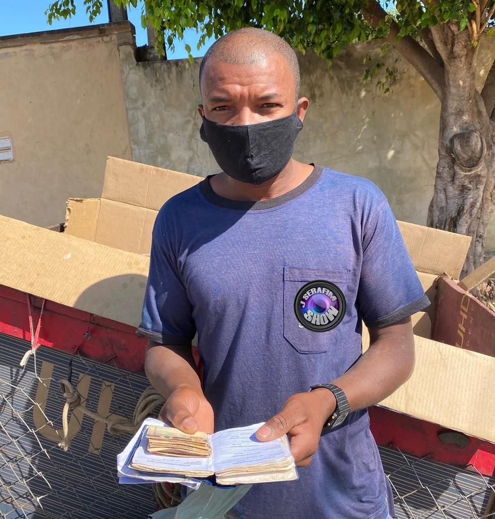 Manoel achou carteira com R$ 860 no lixo em Lins — Foto: J. Serafim/Divulgação