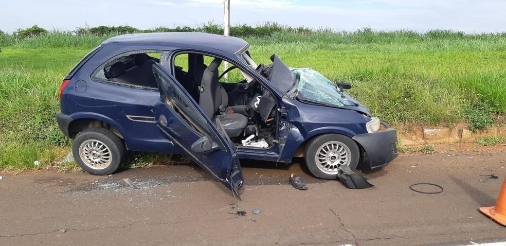 Passageiro que estava no carro teve apenas ferimentos leves e foi levado para o HC de Marília — Foto: Polícia Rodoviária Federal/Divulgação