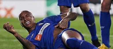 Deyverson é atingido por isqueiro em comemoração e 'valoriza'  (Getty Images)