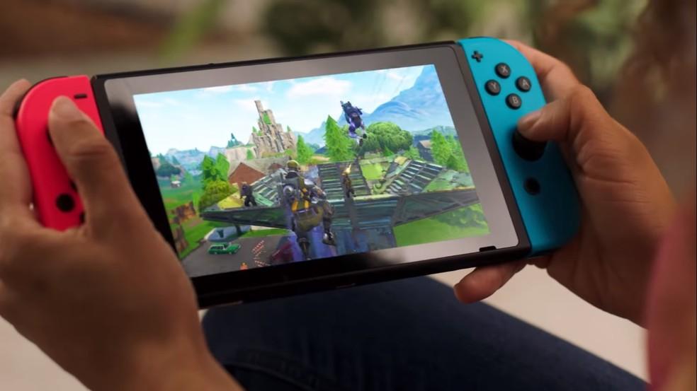 Console ganharia tela OLED de 7 polegadas para imagem de maior qualidade no modo portátil — Foto: Reprodução/Epic Games