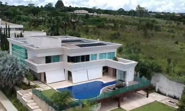 A mansão de R$ 6 milhões comprada por Flávio Bolsonaro