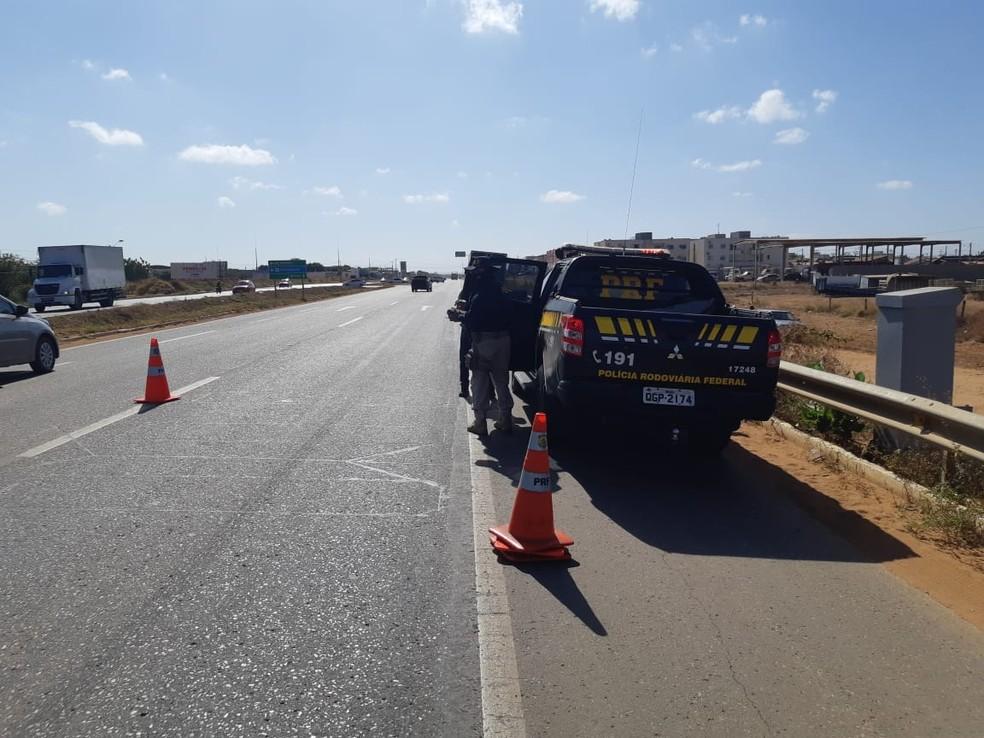 Caso aconteceu por volta das 7h em um trecho urbano da BR-304 em Mossoró — Foto: PRF/Divulgação