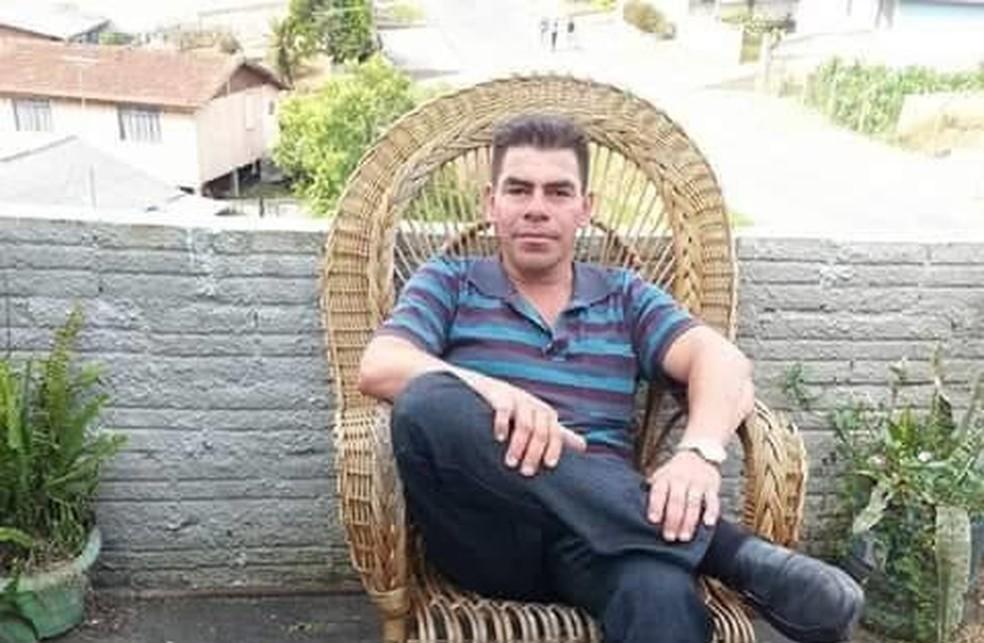 Marcelo estava trabalhando no canteiro central da BR-277, em Curitiba, quando foi atingido pelo carro — Foto: Arquivo pessoal