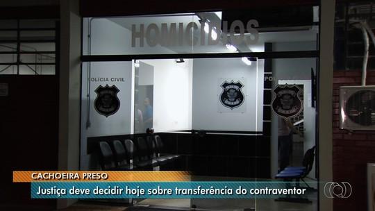 Preso por fraudes na loteria carioca, Carlinhos Cachoeira passa noite em delegacia de Goiânia e aguarda decisão sobre transferência