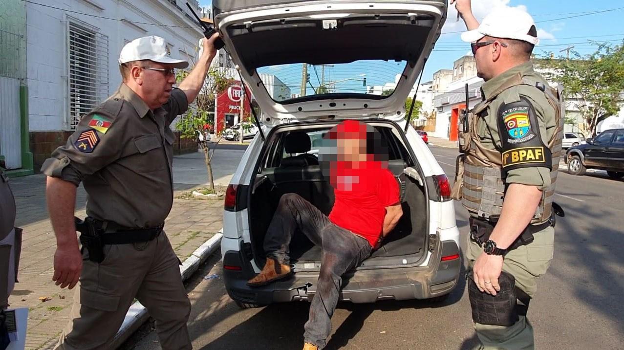 Mulher é morta a facadas, e marido é preso em flagrante com roupa suja de sangue em Uruguaiana - Notícias - Plantão Diário