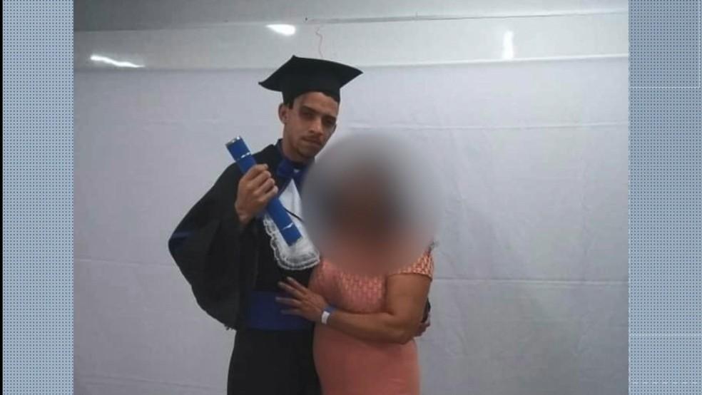 O MC Vitor Pereira tinha se formado em eletrotécnica no Ifes, no ES  — Foto: Reprodução/ Facebook