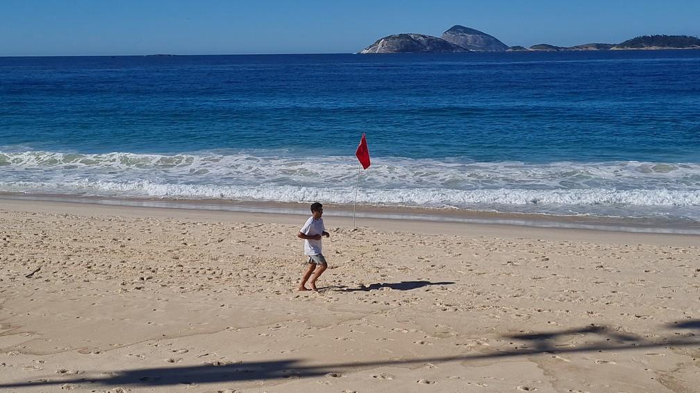 Praia de Ipanema neste domingo (21) — Foto: Eduardo Pierre/G1
