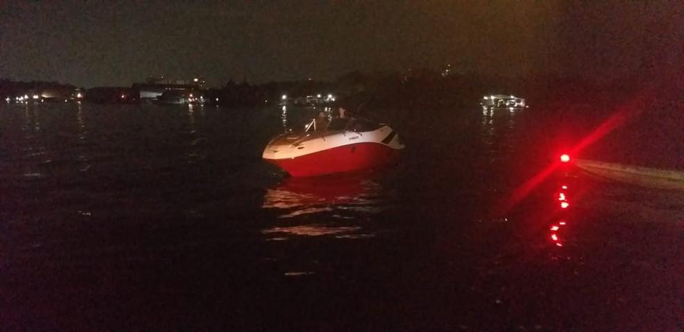 Lancha que provocou o acidente, em Manaus — Foto: Divulgação