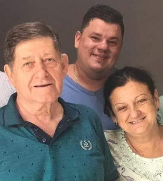 Familiares e amigos se despedem dos moradores de Dracena vítimas de acidente no MS