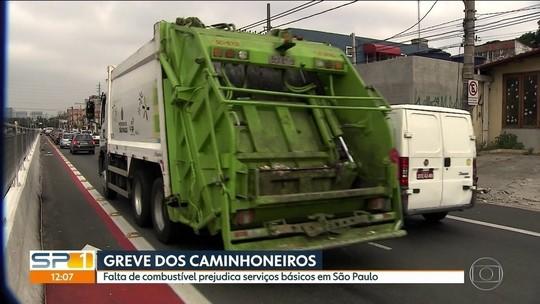 SP fica sem combustível e coleta de lixo; frota de ônibus é reduzida