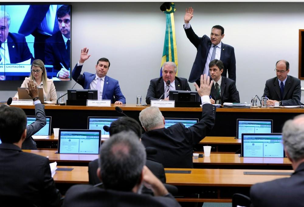 Deputados reunidos durante a votação do projeto que revoga a Lei de Licitações ? Foto: Cleia Viana/Câmara dos Deputados
