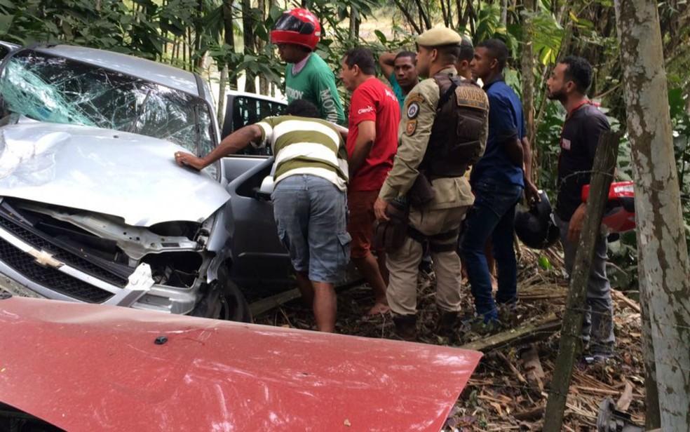 Acidente ocorreu na BR-415, na região de Ilhéus (Foto: Olga Amaral/TV Santa Cruz)