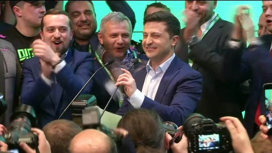 Boca de urna indica vitória de  comediante novato na Ucrânia
