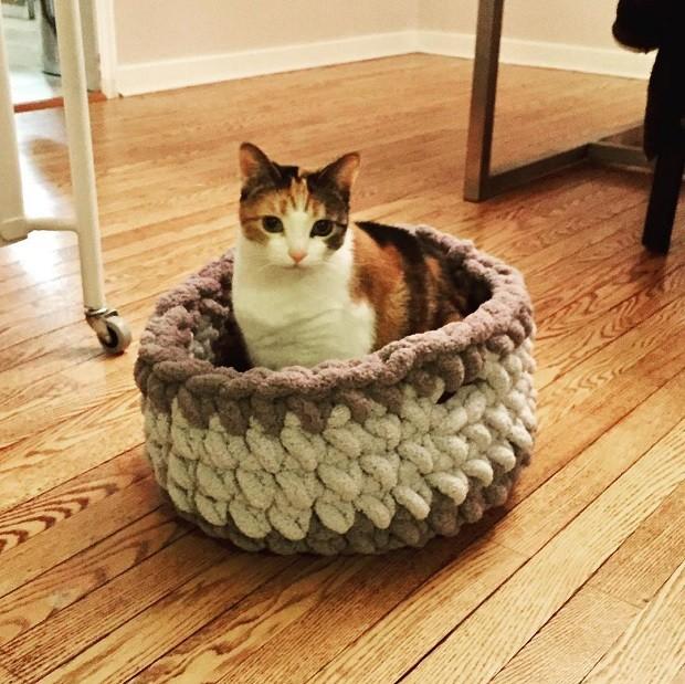 As cestas de crochê são um dos itens feitos por Jonah Larson (Foto: Reprodução/Instagram)