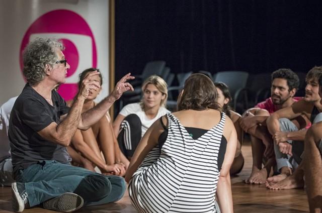 Hamilton Vaz Pereira comandou uma oficina com atores da Globo  (Foto: TV Globo / Paulo Belote)
