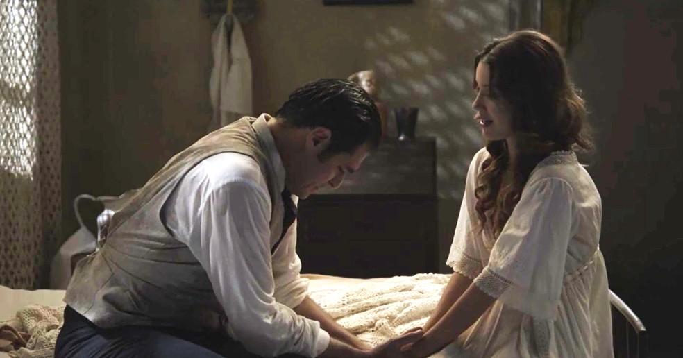 Darcy vai até Elisabeta para falar sobre seus sentimentos, mas ele que é surpreendido  (Foto: TV Globo)
