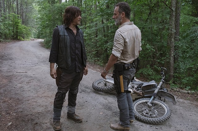 Andrew Lincoln e Norman Reedus em cena de 'The walking dead' (Foto: Gene Page/AMC)