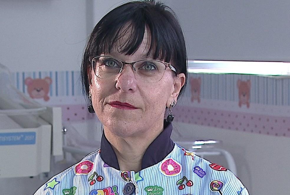 'Perguntei se ela gostaria de ver o Miguel. Ela não me respondeu, só gesticulou com a cabeça que 'sim'', lembra a enfermeira Regiane Hoeldtke (Foto: Reprodução/RPC)