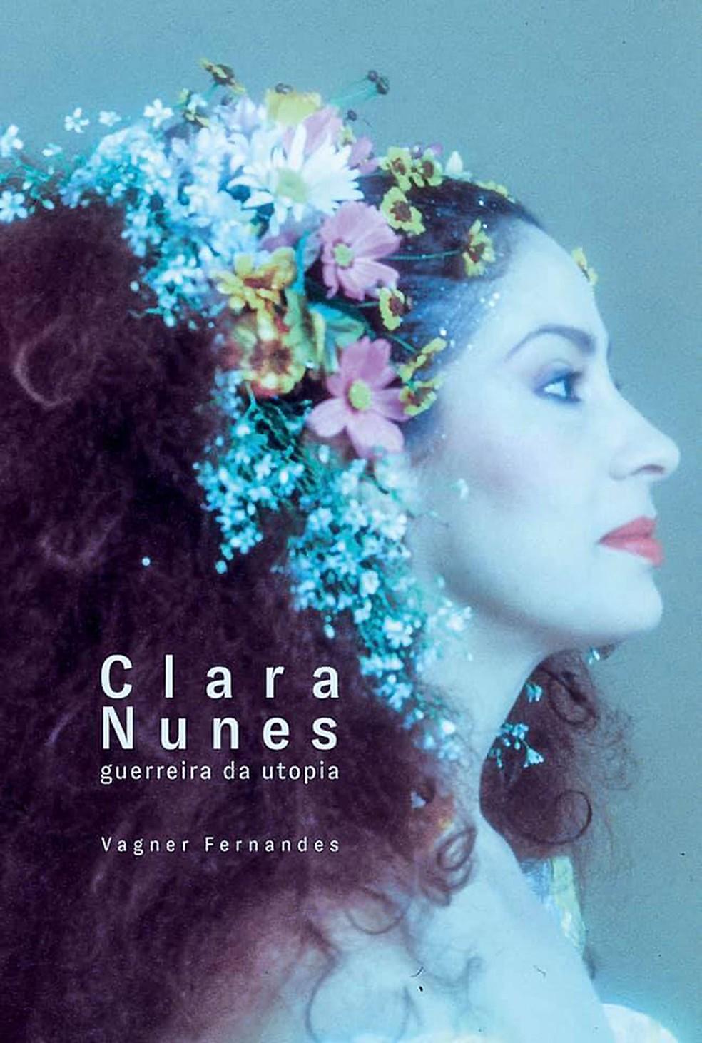 Capa da atual edição da biografia da cantora mineira Clara Nunes — Foto: Divulgação