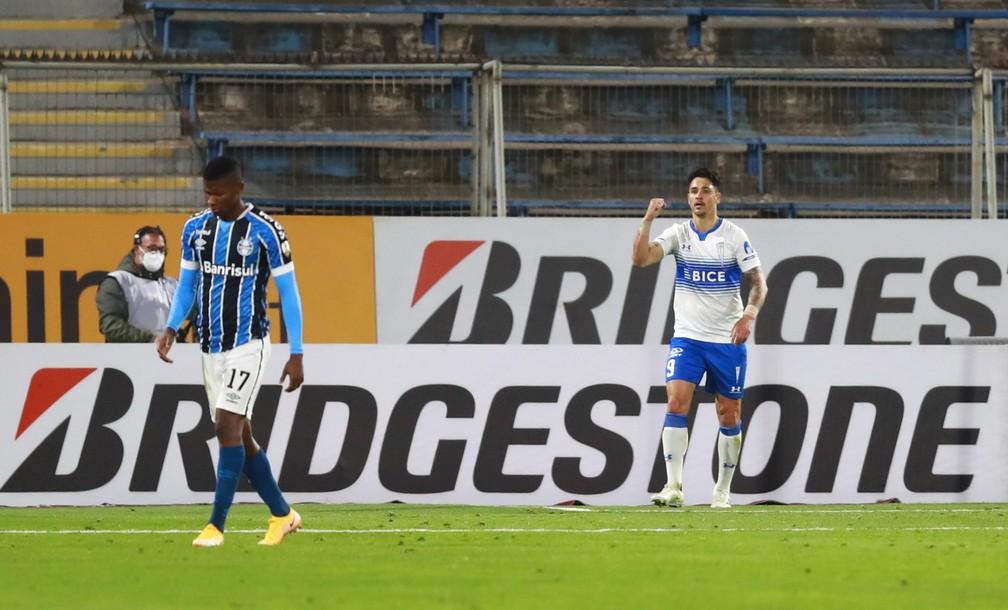 Zampedri comemora gol diante de um cabisbaixo Orejuela — Foto: Staff images /CONMEBOL