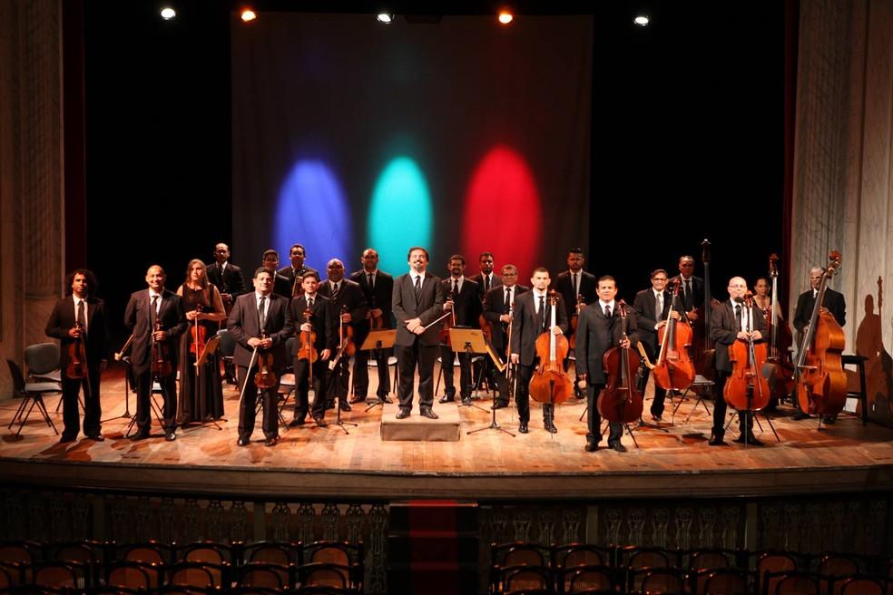"Orquestra Eleazar de Carvalho apresenta ""Belchior Vive!"", no Theatro José de Alencar. (Foto: Reprodução/Facebook)"