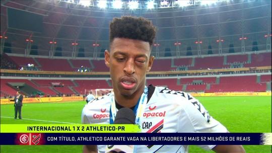 """Robson Bambu fala sobre a vitória do Athletico-PR: """"É um momento que vai ficar marcado na minha vida, do torcedor e do grupo"""""""