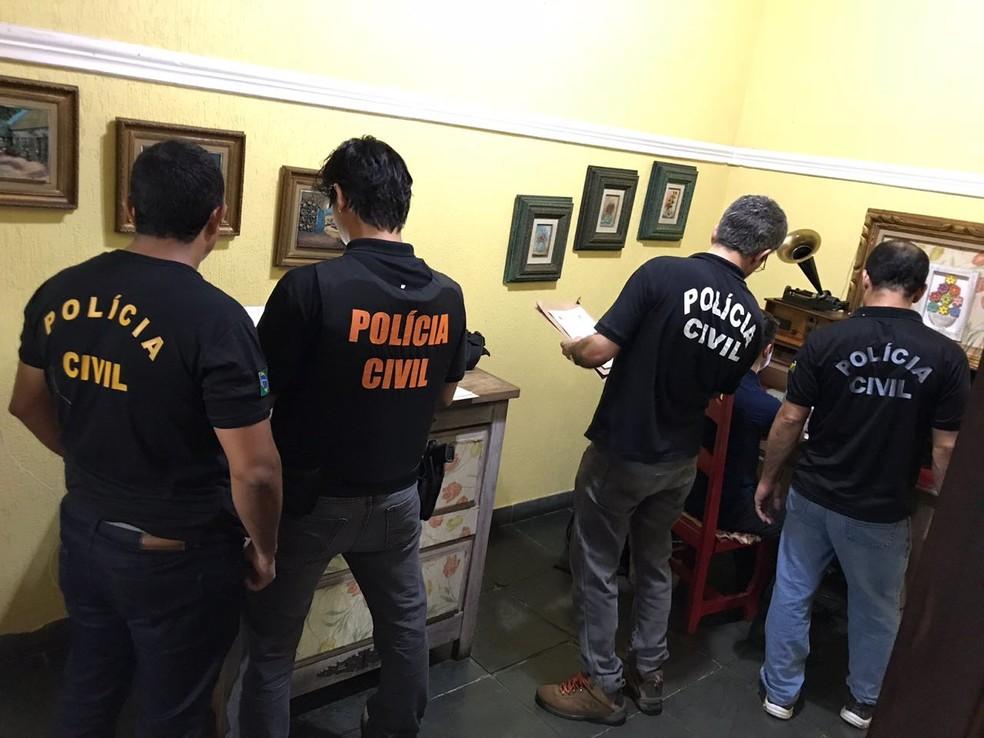 -  Agentes buscam conteúdos com exploração sexual infantil  Foto: Polícia Civil/Divulgação