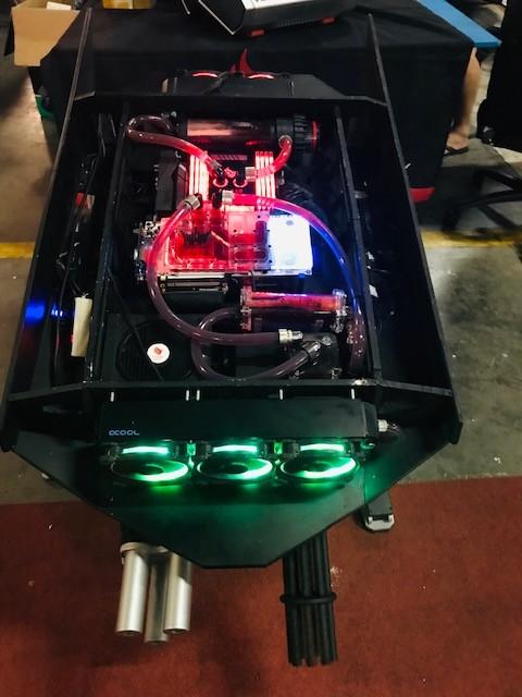 Computador gigante se assemelha a um motor de carro  (Foto: Patrícia Basilio/ÉpocaNEGÓCIOS)