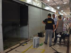Pensando se tratar de um incêndio, comerciantes do mercado chamaram os Bombeiros (Foto: Walter Paparazzo/G1)