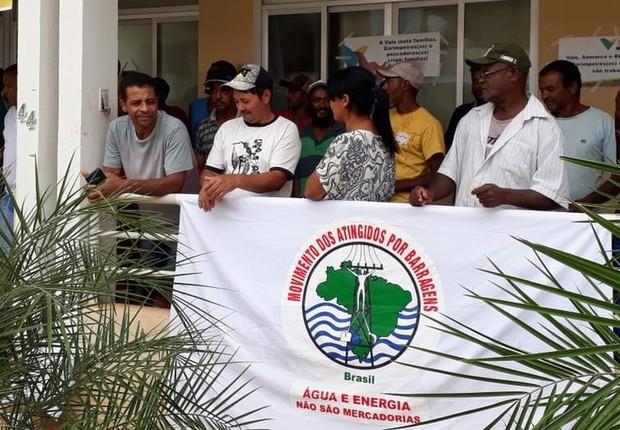 Protesto de moradores de Barra Longa no dia 5 de fevereiro: moradores não foram atendidos pela Fundação Renova (Foto: ARQUIVO PESSOAL/SIMONE SILVA via BBC)