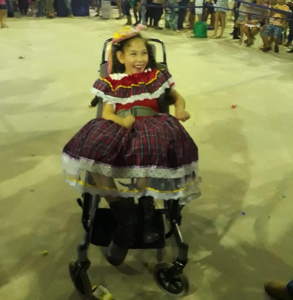 Camile dançou quadrilha em cadeira de rodas em escola de Rio Branco  (Foto: Arquivo pessoal)