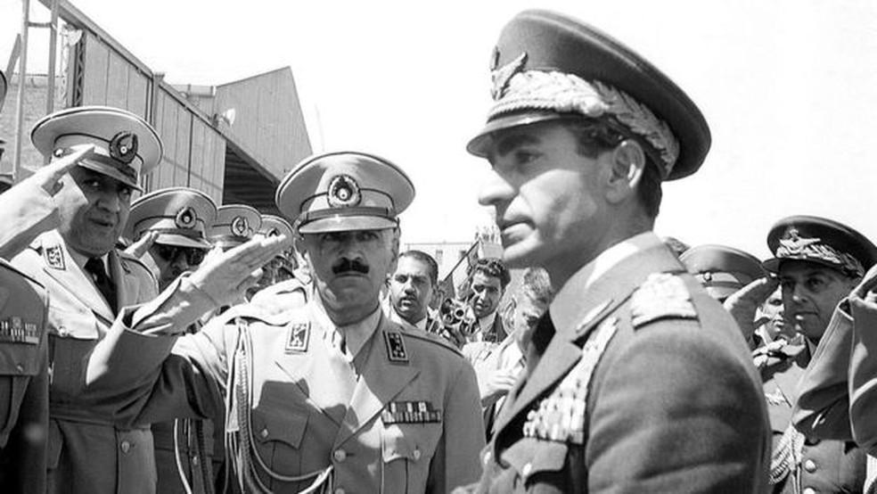 Golpe de Estado orquestrado pelos governos britânico e americano trouxe a monarquia de volta ao poder no Irã, com a ascensão do xá Mohamed Reza Pahlevi — Foto: Getty Images via Reuters