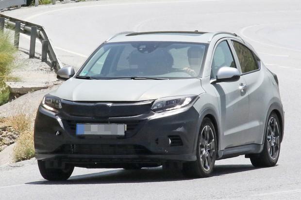 Honda HR-V reestilizado foi flagrado em testes na Espanha (Foto: CarPix/Autoesporte)